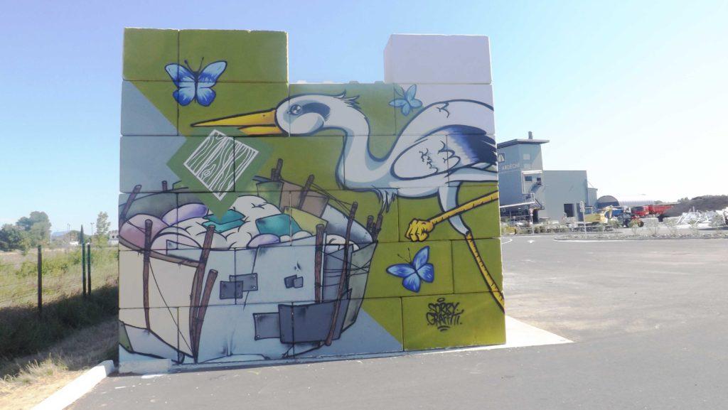 Vue de côté de la fresque Valorsol Environnement